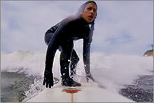 Suzanne surfing